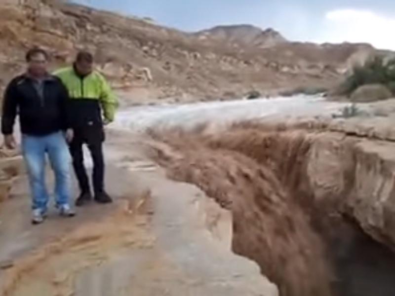 """В Израиле из-за бури и дождей погибли  двое несовершеннолетних"""" />"""
