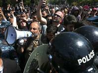В Ереване полиция массово задерживает демонстрантов - в участки доставили уже 230 человек