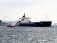 В Босфоре вставший поперек пролива танкер врезался в исторический особняк на берегу