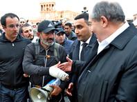Переговоры накануне согласовал президент страны Армен Саркисян, который встретился с протестующими, а затем навестил Саргсяна