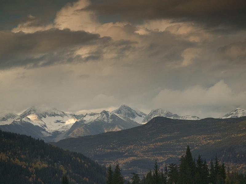 Скалолазы совершали восхождение на пик Уайтхорн, расположенный в канадской провинции Британская Колумбия, когда внезапно попали в беду