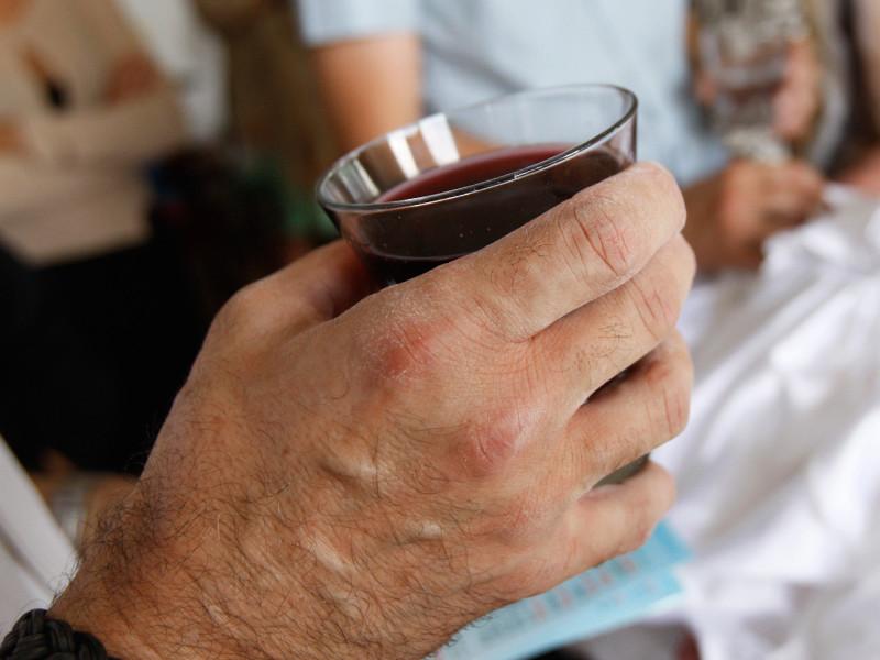 """В Германии набирают популярность дома престарелых для алкоголиков: там и лечат, и наливают"""" />"""