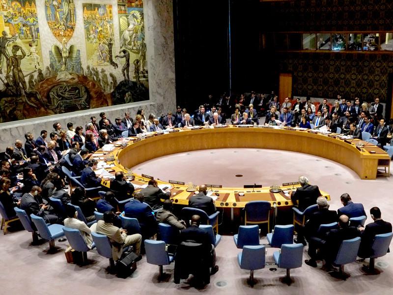 Франция, США и Великобритания передали странам - членам Совета Безопасности ООН свой проект резолюции по Сирии, осуждающий применение в ней химического оружия и требующий создания независимого механизма расследования