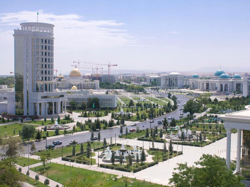 """В Туркмении полицейские начали штрафовать пешеходов в наушниках"""" />"""