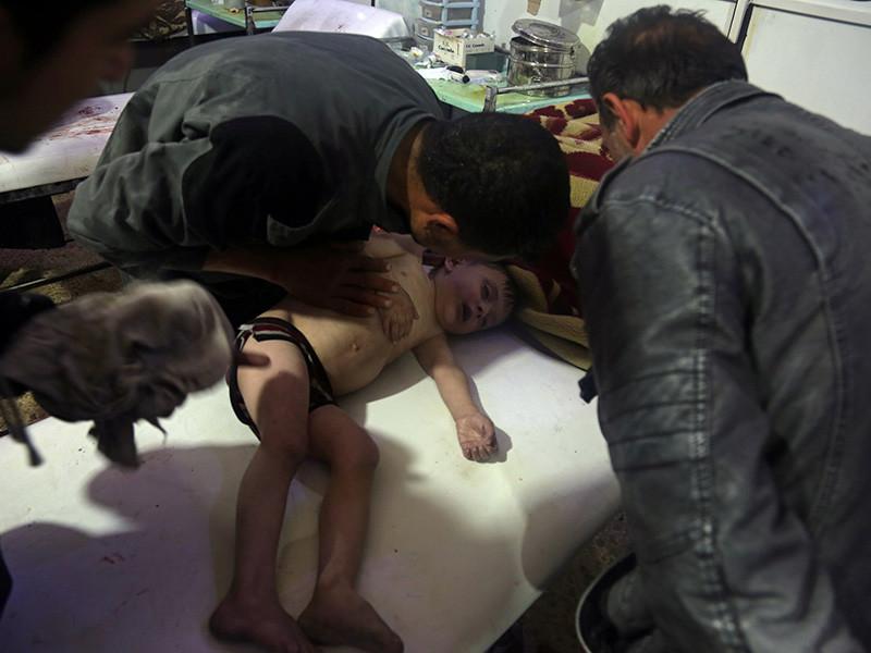 """Трамп накануне вновь осудил """"отвратительную"""" химическую атаку в Думе. Он пообещал принять решение об ответе Вашингтона на действия режима Башара Асада, на которого Запад возложил ответственность за произошедшее, в течение ближайших 48 часов"""
