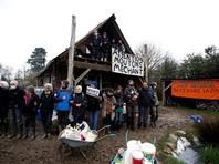Во Франции полиция слезоточивым газом разгоняет стихийное поселение на месте будущего аэропорта