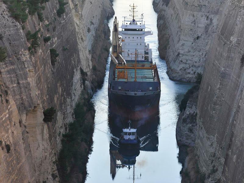 """У берегов Нигерии пираты захватили 12 членов экипажа голландского грузового судна"""" />"""