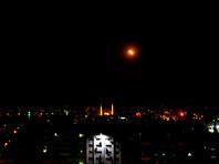 По данным российского Минобороны, в ночь на субботу по Сирии выпустили более сотни крылатых ракет. Там уверяют, что большинство ракет сирийские ПВО сбили, используя свои советские комплексы, купленные десятки лет назад