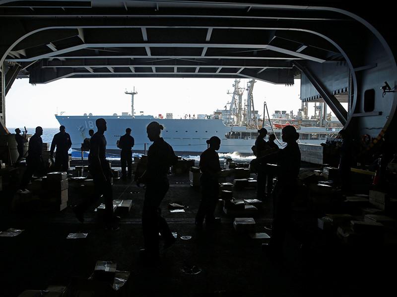 """Власти США подумывают оставить свою авианосную группу в Средиземном море из-за """"вызовов со стороны России"""""""