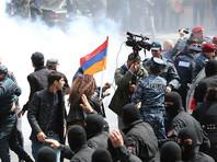 В Ереване и других городах страны с 13 апреля проходят массовые акции, участники которых протестовали против назначения Саргсяна премьером после того, как он 10 лет занимал пост президента