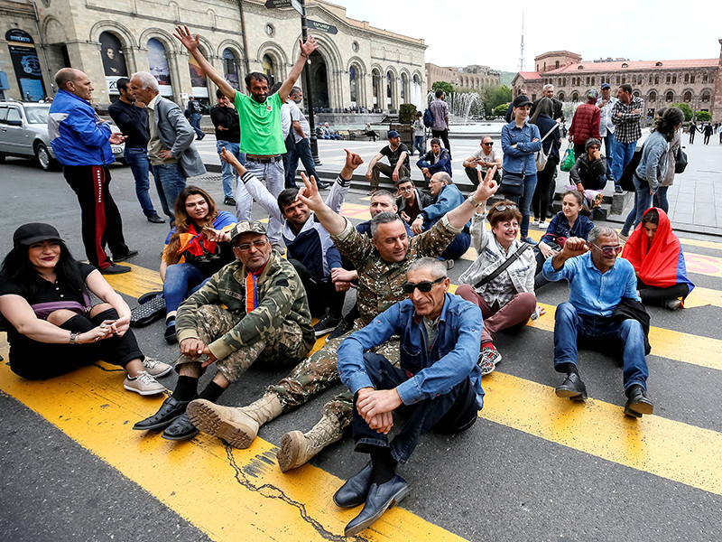 """В Ереване вновь перекрывают автодороги"""" />"""
