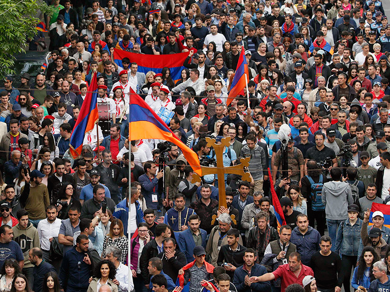 """""""Кандидат от народа"""" Пашинян объявил о победе на митинге в Ереване"""" />"""