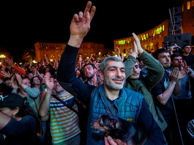 """Лидер оппозиции Армении рассказал о гарантии Москвы не вмешиваться в политический кризис в республике"""" />"""