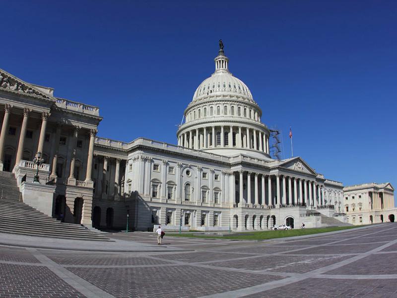 """Американские сенаторы потребовали от крупнейших банков сведений  о счетах фигурантов """"кремлевского доклада"""""""" />"""