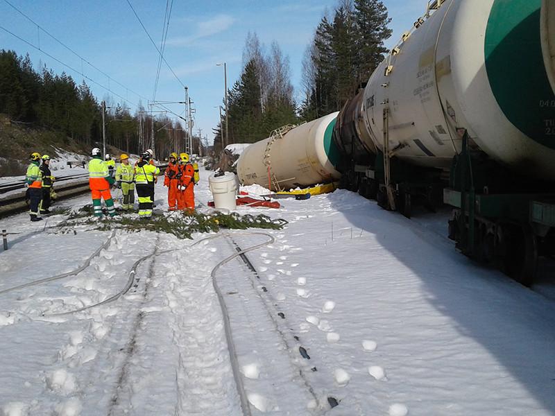 В Финляндии ищут российских владельцев прохудившейся цистерны с опасным химикатом