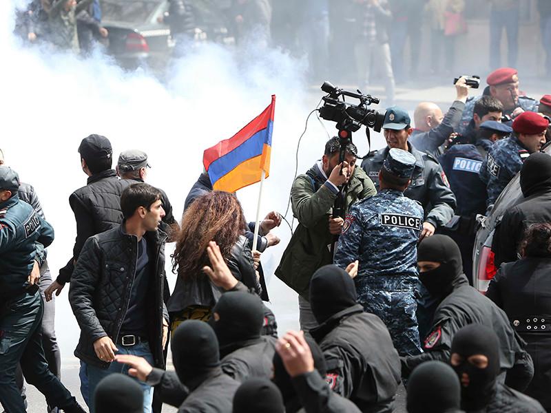 """Протестующие  в Армении добились отставки премьера"""" />"""
