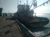 """Украинские пограничники задержали судно """"Норд"""" 25 марта в 15 милях от Обиточной косы, которая находится на северном берегу Азовского моря. Проверив документы на судно, пограничники установили, что оно зарегистрировано в Крыму, который Украина считает временно оккупированной территорией"""