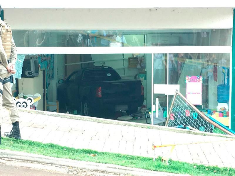 """В Бразилии пьяный водитель въехал в здание детсада: восемь детей госпитализированы"""" />"""