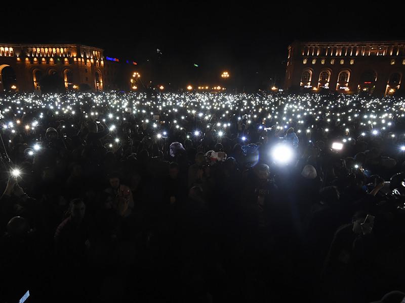 На митинге в центре Еревана вышли 160 тысяч человек
