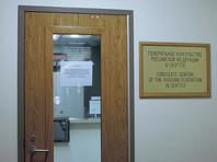Все документы и вещи перевезли из здания в резиденцию генконсула. Там начал работу штаб, который подготовит вывоз вещей в другие диппредставительства и консервацию здания