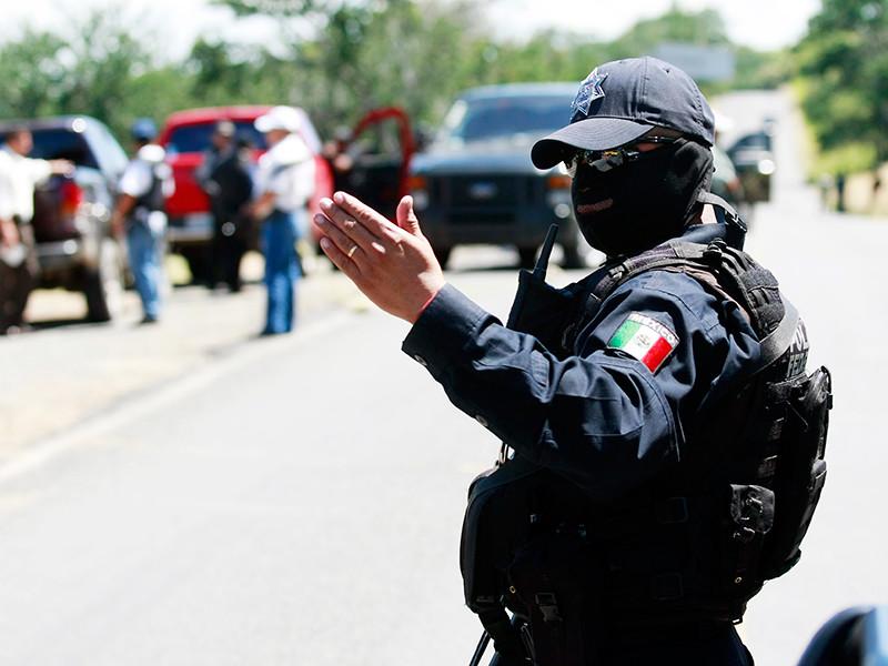 """Взрослые расстреляли школьников в Мексике"""" />"""