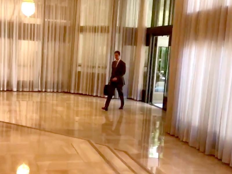 """В аккаунте Асада показали, как он """"непоколебимо"""" пришел на работу после атак"""