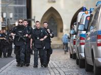 Поступали данные о поиске двух сообщников злоумышленника или взрывчатки, но полиция это опровергла