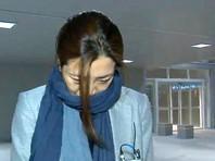 Младшая дочь бизнесмена Чо Хен-мин, занимавшая пост исполнительного директора крупнейшего авиаперевозчика страны, во время деловой встречи в гневе швырнула бутылкой с водой в сотрудника рекламного агентства, так как ей не понравился его отчет о работе