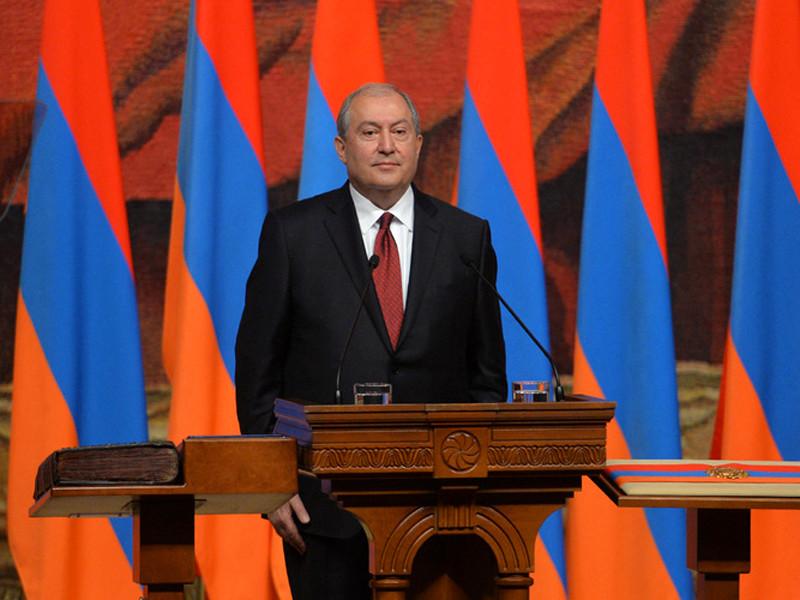 Президент Армении Армен Саркисян по итогам прошедших накануне консультаций с политическими силами и общественно-политическими деятелями выступил с посланием к соотечественникам, отметив, что бурные события последних дней были беспрецедентными