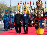 """Саммит двух Корей начался в пятницу, 27 апреля, в приграничной деревне Пханмунджом в здании """"Дом мира"""", где встретились президент Южной Кореи Мун Чжэ Ин и лидер КНДР Ким Чен Ын"""