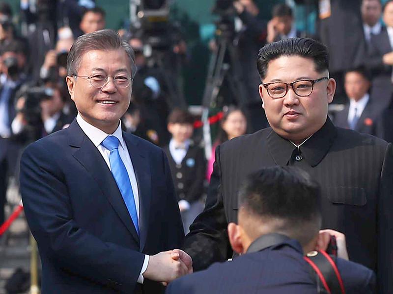 """Стартовал межкорейский саммит: главы КНДР и Южной Кореи встретились в Пханмунджоме"""" />"""