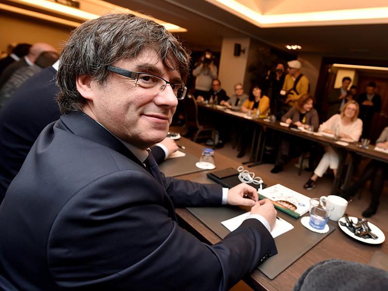 В Германии суд пришел к выводу, что бывший глава правительства Каталонии Карлес Пучдемон может быть отпущен из-под стражи под залог в 75 тысяч евро (92 тысячи долларов) до принятия окончательного решения об его экстрадиции в Испанию