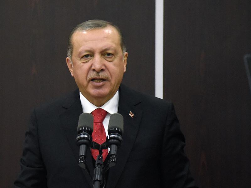 """Президент Турции Реджеп Тайип Эрдоган назвал премьер-министра Израиля Беньямина Нетаньяху """"террористом"""" из-за действий израильской армии на границе сектора Газа."""