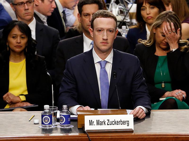 """Основатель Facebook Марк Цукерберг во время слушаний в конгрессе США признал, что больше всего он сожалеет о """"медленном реагировании"""" на деятельность России в соцсети."""