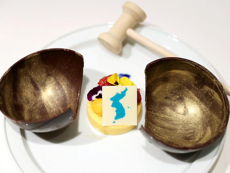 """Токио выразил протест Сеулу из-за десерта с изображением спорных островов, который подадут на межкорейском саммите"""" />"""