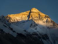 69-летний альпинист-ампутант из Китая с пятой попытки покорил Эверест, лишившись там обеих ног в 1975-м