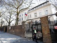 """Посольство РФ в Великобритании раскритиковало заявление главы МИД королевства Бориса Джонсона, который ранее заявил о желании """"навалиться на близких людей"""" президента Владимира Путина."""