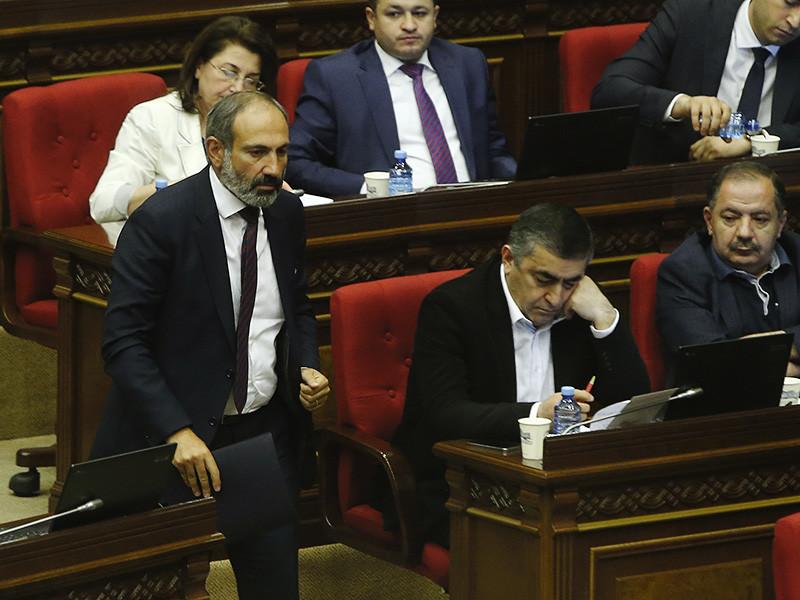 Парламент Армении со второго раза проголосовал за лидера протестов Пашиняна - он становится премьер-министром