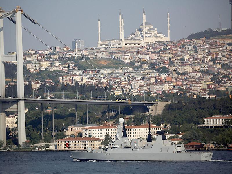 Корабли Второй постоянной военно-морской группы НАТО вошли 1 мая вечером в акваторию Черного моря. Во главе соединения выступает флагман группы - британский ракетный эсминец HMS Duncan