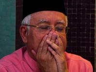 """Сам Наджиб и его супруга Росма Мансур, которым запрещено покидать пределы страны, оказывали содействие полиции при обысках, заявил адвокат премьера Харпал Гревал, отметив, что """"никаких документов изъято не было"""""""