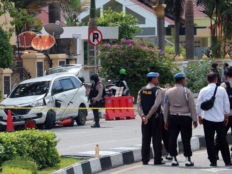 Новая атака в Индонезии: на офис полиции на Суматре напали неизвестные с самурайскими мечами. Есть погибшие