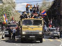 После голосования Никол Пашинян призвал своих сторонников с утра в среду объявить забастовку и заблокировать все дороги