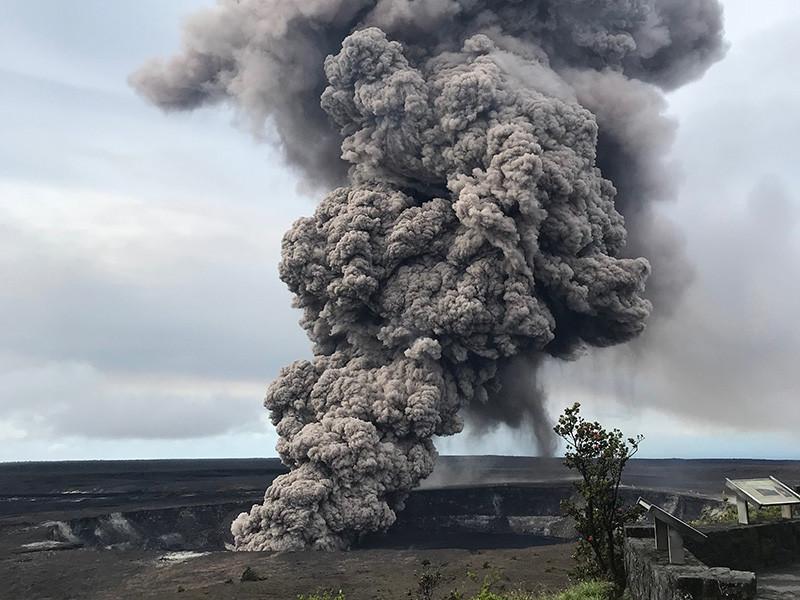 Губернатор штата Гавайи Дэвид Иге объявил район Пуна зоной стихийного бедствия в связи с последствиями извержения вулкана Килауэа на востоке острова. Об этой говорится в Twitter главы штата
