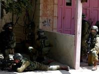 Военнослужащие в ответ применяют против демонстрантов гранаты со слезоточивым газом и ведут огонь на поражение при попытках прорваться в Израиль