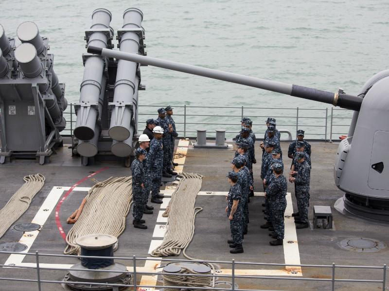 """Пентагон пообещал и впредь проводить разозлившие Китай маневры возле спорных островов"""" />"""