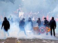В ходе первомайского шествия в Париже вспыхнули беспорядки, полиция применила газ и водометы
