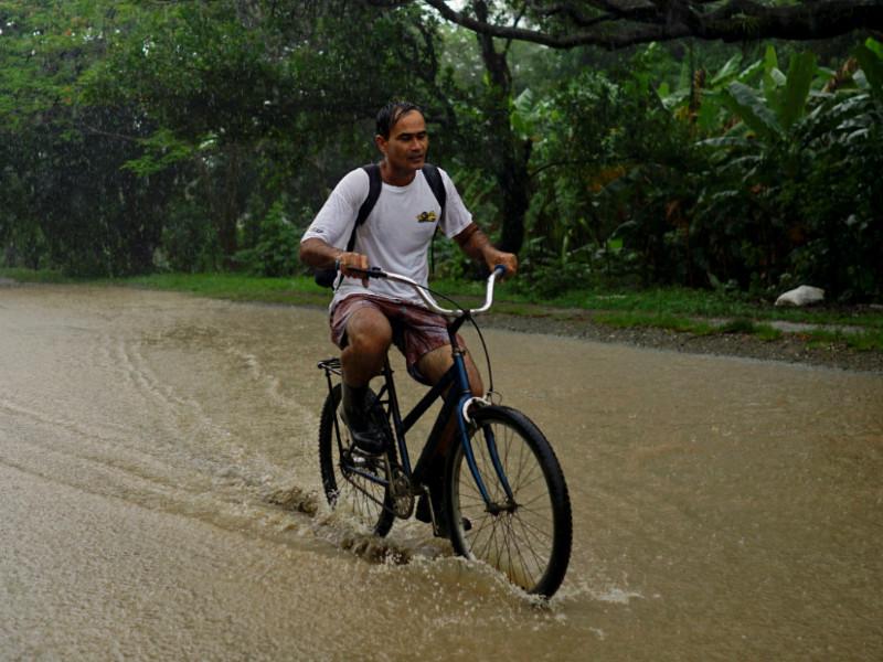 """Шторм """"Альберто"""" достиг Флориды. На Кубе из-за наводнений эвакуируют тысячи людей"""