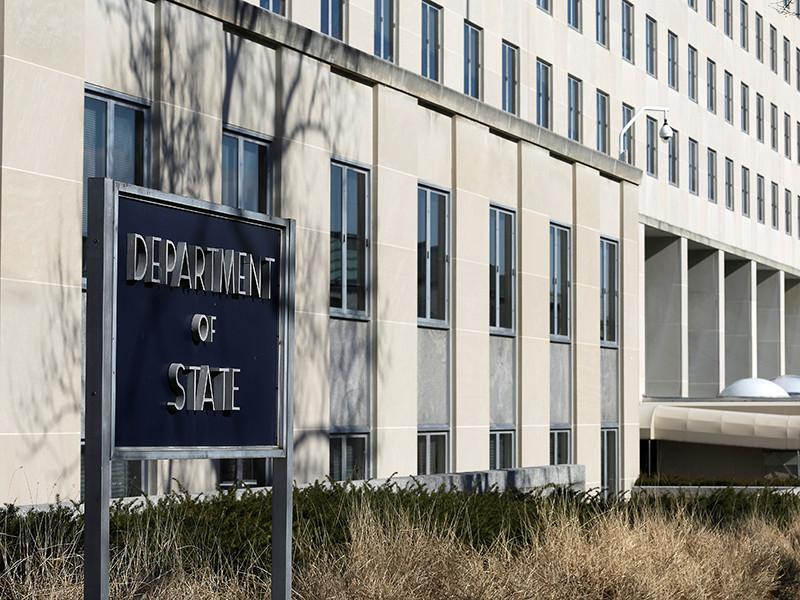 Госдепартамент США призвал украинские правоохранительные органы соблюдать закон в ходе ситуации с уголовным преследованием российских журналистов на Украине.