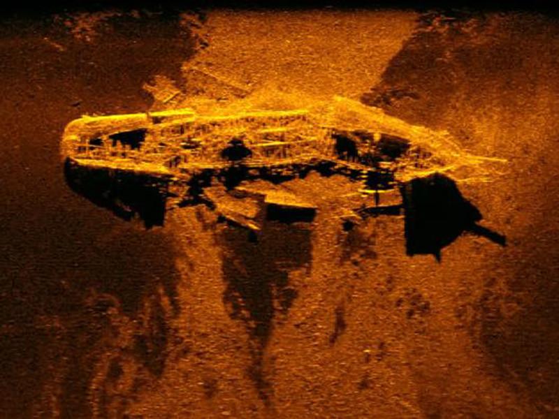 В ходе операции по поиску обломков лайнера Boeing 777-200 (рейс MH370) на дне в 2300 км от западного побережья Австралии были обнаружены два торговых корабля 19 века, перевозивших уголь