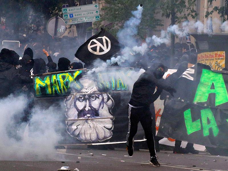Парижская полиция задержала при подавлении беспорядков на манифестации 1 мая 276 человек, 102 из которых сейчас находятся под стражей